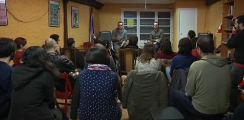 Xerrada d'Albert Sales a Gavà. Fotograma del vídeo de GTV